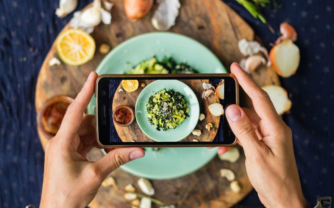 A közösségi média hatásai az étkezésünkre