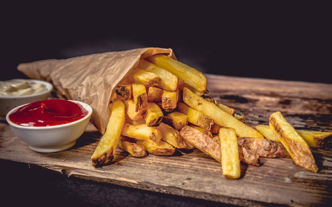 Hogyan süssünk és együk a sült krumplit?